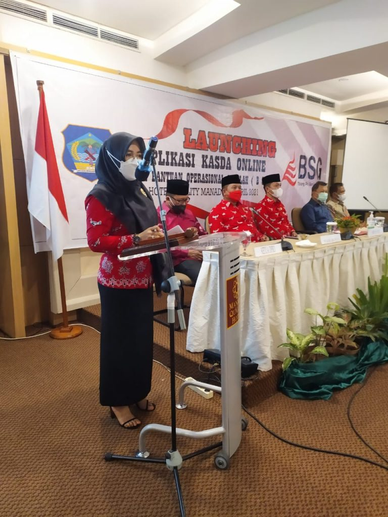Tampak Kepala Disdik Bolsel Rente Hattani saat menyampaikan laporan kegiatan